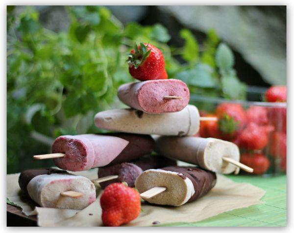 Hjemmelaget sunn vaniljeis og jordbæris med sjokolade! (En helseblogg om jakten etter en friskere...)