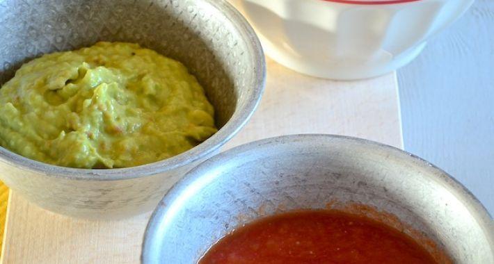 Maak zelf je eigen salsa saus en guacamole voor bij de tortilla chips, in dit recept lees je hoe je dit doet.
