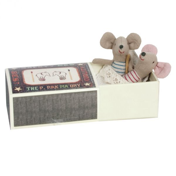 This gorgeous two little mice, designed by Maileg, are cotton mice in a box.