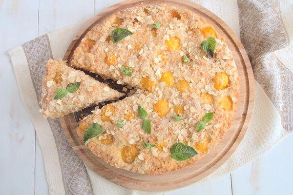 Невероятно нежный, полезный и ароматный пирог с абрикосовой начинкой. Летнее время прекрасная пора, когда полки супермаркетов ломятся от изобилия, его дарит нам наша природа. Данный вариант пирога