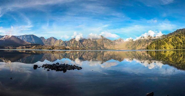 Make me so proud as Indonesian.  Segara Anak lake with Barujari volcano at the left corner.  Thanks to @kemenpar and @bekeper  @indtravel  #pesonarinjani #wettraveler #pendaki #travelogger #wonderfulindonesia #mountains #mountainesia #sonyimages  #Sony #A7s #SegaraAnak #Rinjani
