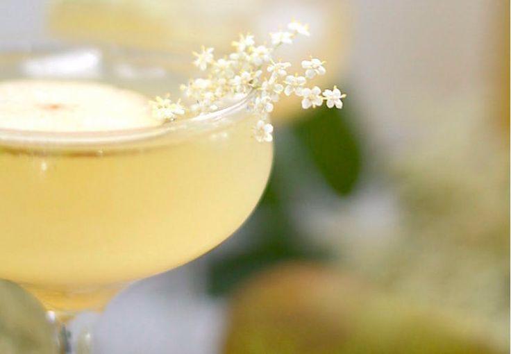 Dette er årets mest forfriskende cocktail. Den er lavet som slushice og får sin flotte, syrligt gule farve af ferskner og citron.