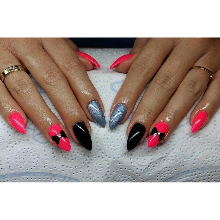 """Wszyscy maja holo, mam i ja :D  #nails #hybryda #manicurehybrydowy #mani…"