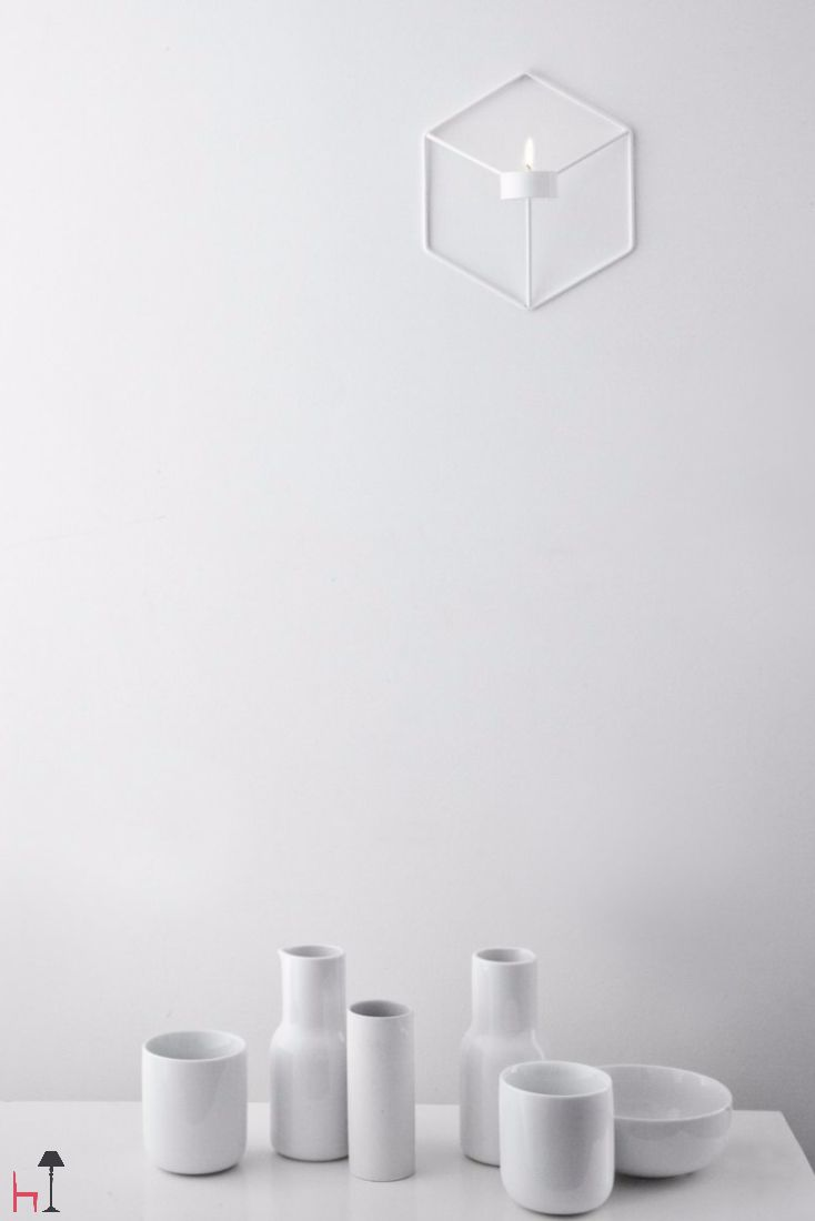 This simple, sensual design and discrete natural colours have a unique feature: an insulating double wall that keeps all beverages piping hot.