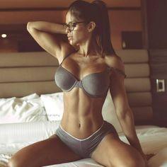 Michelle Lewin - Female Fitness Model