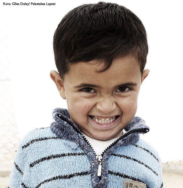 On olemassa kokonainen sukupolvi #Syyria  n lapsia, kuten 3-vuotias Nabil, joka on elänyt vain sota-aikaa. Moni heistä ei ole koskaan nähnyt kotia. Yhdessä voimme luoda paremman tulevaisuuden Syyrian lapsille. Auta jo tänään: www.pelastakaalapset.fi/lahjoita #sota #war #lapset #children #apu #help