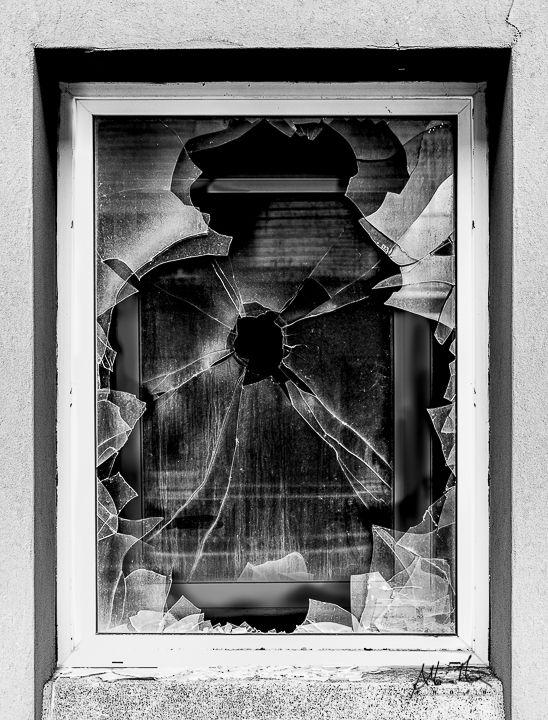 finestre quadrate di vetro rotte gioco geometrico rotture al quadrato