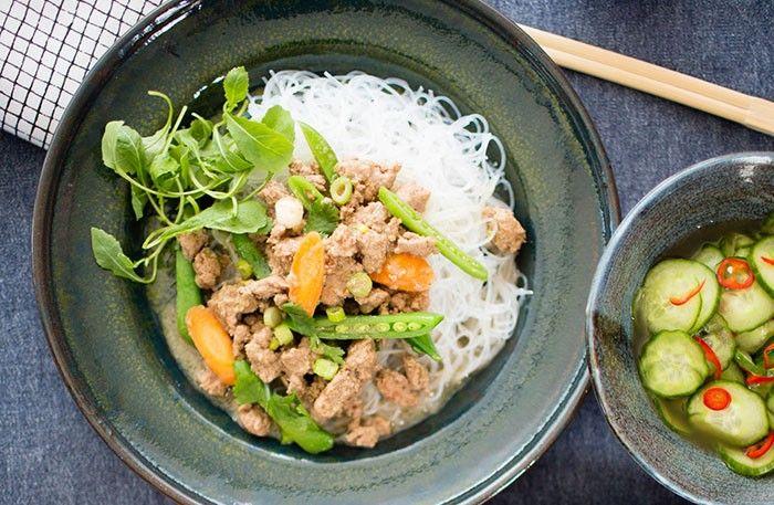 Asiatisk köttfärssås med glasnudlar – servera med jordnötter och koriander – Allt om Mat
