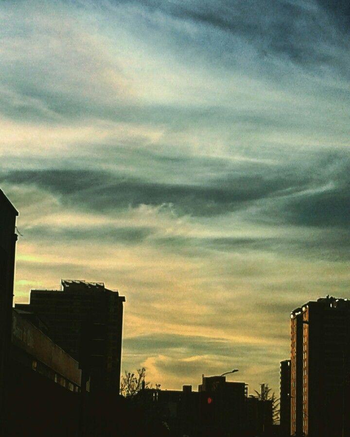 El poniente por Av. Irarrazaval #cielo #sky #edificios #building #nubes #clouds #ocaso #atardecer #sunset #irarrazaval #santiago #noviembreī