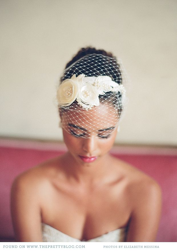 Short Lace Veil (Image:Elizabeth Messina)