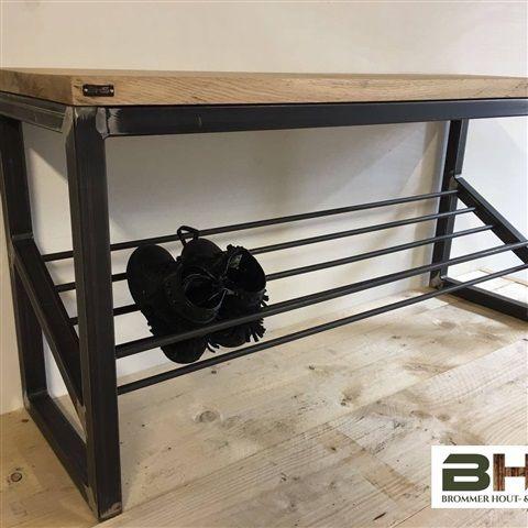 Schoenenbank hout & staal - 170,00 EUR - Nieuw bij Brommer hout- & staalbouw: schoenenbank hout&staal! De schoenenbank kan desgewenst ook gecombineerd worden met onze kapstok hout&staal! U kunt de schoenenbank bestellen in alle door u gewenste maten en met alle door u gewenste aanpassingen. Prijsv...