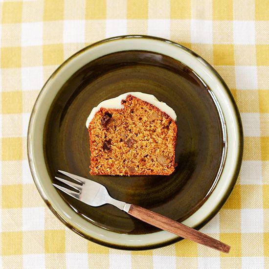 文・写真 スタッフ津田甘さ控えめキャロットケーキのレシピ料理家・桑原奈津子さんに教わる、ハンドミキサーを使わずにラクラクつくれる焼き菓子のレシピをお届けしています。こちらは、甘さ控えめで、