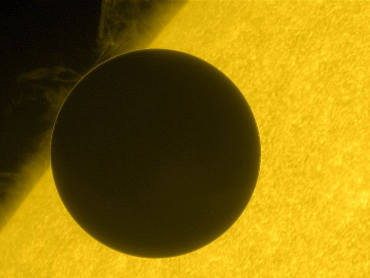 Venus at the edge of its crossing with the Sun