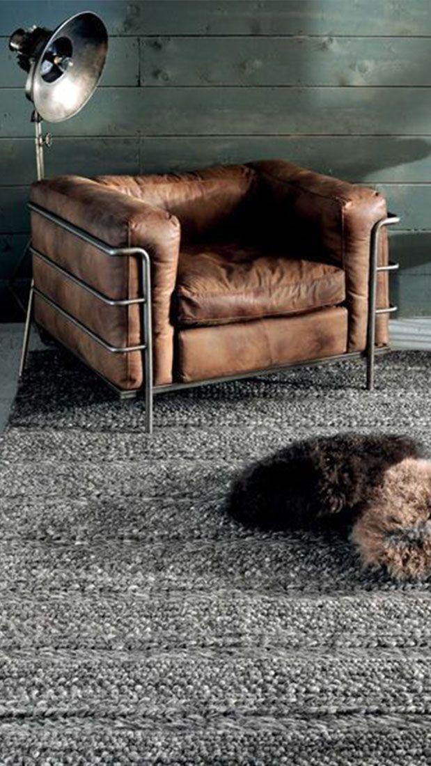 De eveneens wereldbekende LC3 design stoel van architect en ontwerp Le Corbusier #furniture #lecorbusier #leather