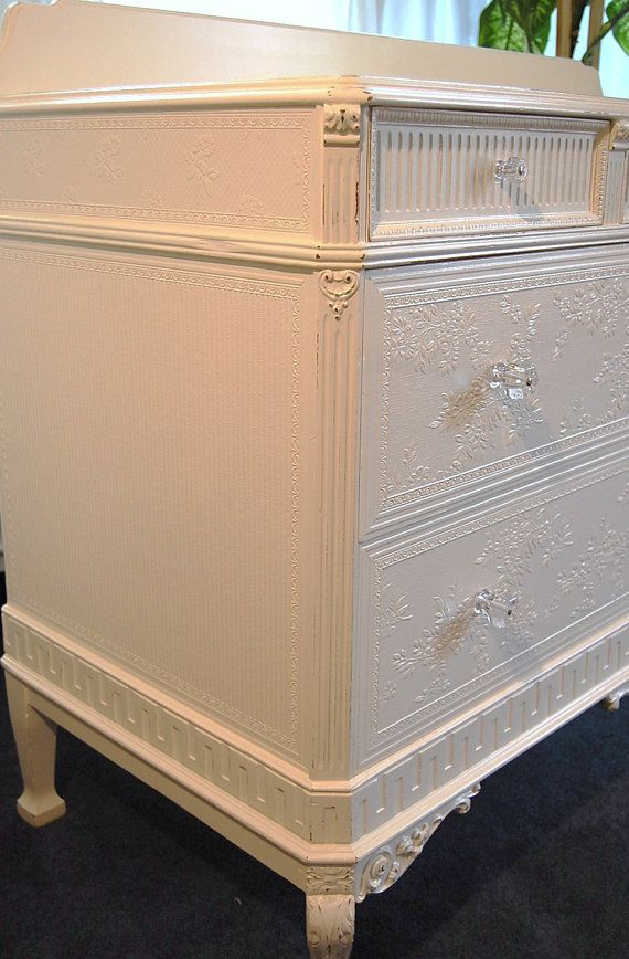 Sweet distressed cottage chic dresser/buffet
