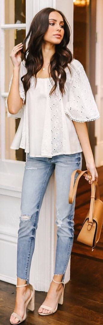 #outfits white scoop-neck short-sleeved shirt. Pic by @vicidolls.