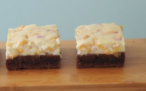brownies s broskvovým cheesecakem