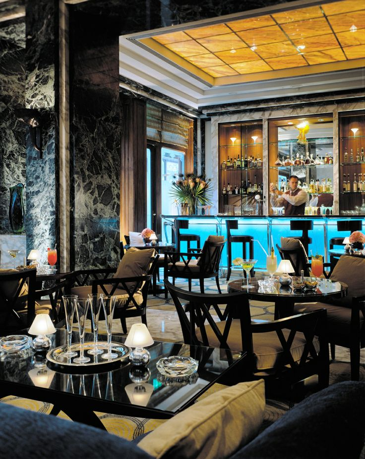 The Bar at Four Seasons Hotel Gresham Palace Budapest offers light apetisers and refreshments in a pleasant atmosphere.
