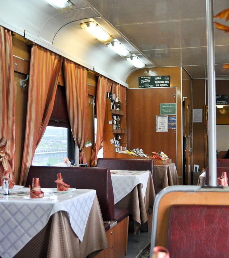 Dining-Car in Transsiberian Train D8NJ/Speisewagen - Transsibirische Eisenbahn Zug Nr. D8NJ   Klick für Beitrag über Essen und Trinken in der Transsib