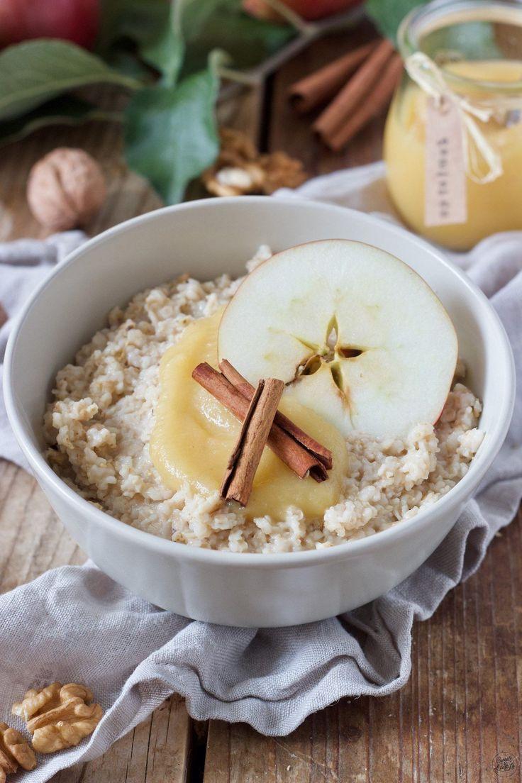 Porridge mit Apfelmus, Walnüssen und Zimt