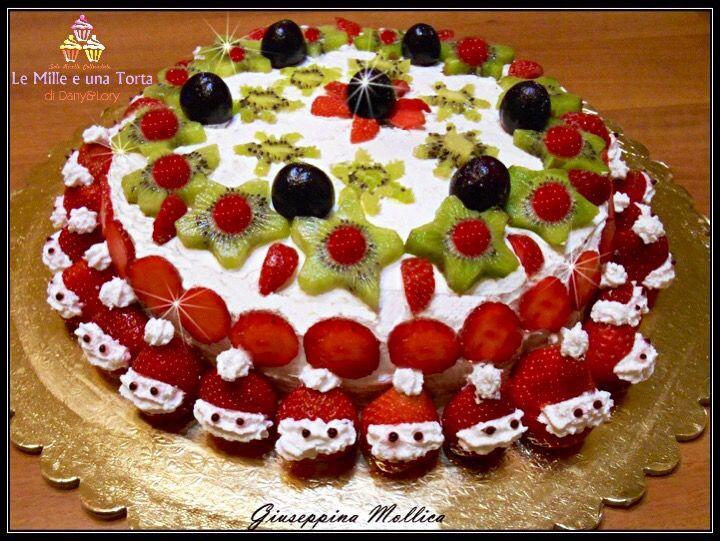 Torta natalizia alla crema di ricotta decorata con panna e for Le migliori ricette di cucina