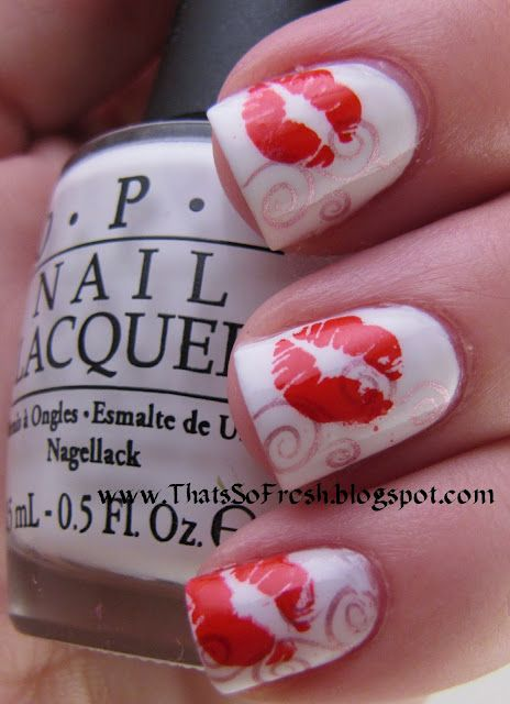 This would be so cute on both ring finger nails ♥ ...really wish i could figure out how to do the lips or where