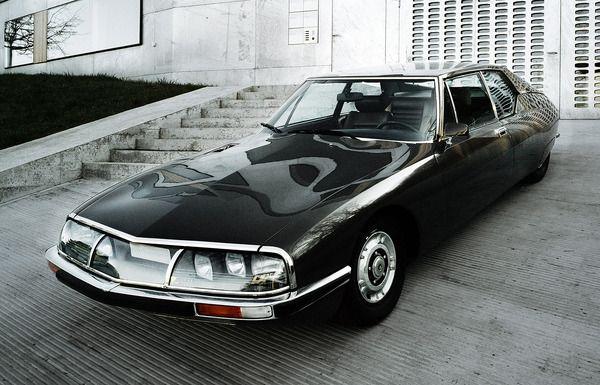 """Citroën SM: En 1968 se llegó a un acuerdo entre Citroën y Maserati para una colaboración técnica, con lo que se aprovechó un motor V8 de origen Maserati para propulsar un vehículo Citroën, durante su desarrollo denominado """"proyecto S"""", y que acabaría convirtiéndose en el cupé SM."""