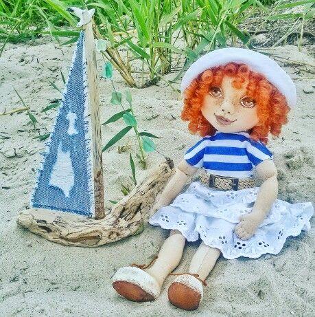 Дополнила #кораблик чайкой -  #галиныочумелыеручки #лепка ))) И мамулина #кукла захотела поучаствовать в съёмке для разнообразия))) #дрифтвуд #driftwood #наташиныочумелыеручки #тряпичнаякукла #handmade #ручнаяработа #ручнойтруд  Что за напасть? Как только соберусь фотографировать наше #творчество, так сразу #солнце исчезает))) становится трудно сделать красивое #фото  #Фанагория #Краснодарскийкрай #Сенной #Таманскийполуостров #Тамань