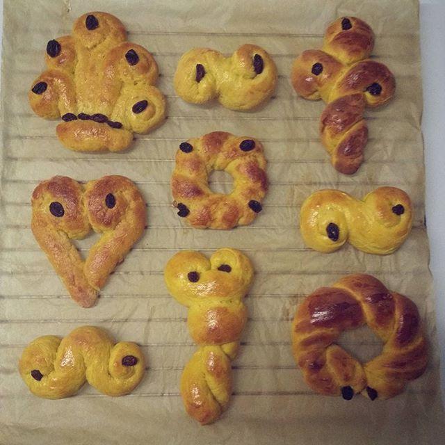 Lussekatter for en hver smak  #lussekatter #saffronbuns #santalucia #helenorgebaker #helasverigebakar #glutenfri #glutenfree #delgodeminnerjul