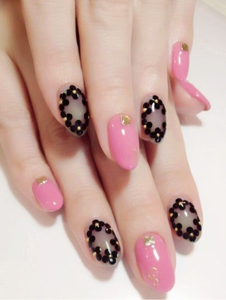Wow,pink nails and pretty black,so awesome.