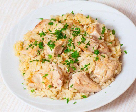 Esta deliciosa receta, risotto de pollo, es para que puedas deleitarte en la hora de tu almuerzo.