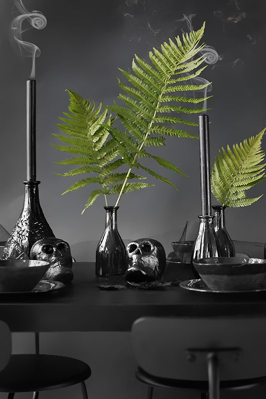 Trendenser together with Panduro. Scary yet stylish decor for Halloween www.pandurohobby.com #DIY #tablesetting #pumpkin #black #ghost #spooky