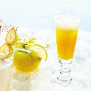 Recept - Bellini - Allerhande  1. Halveer de perziken en verwijder de pit. Doe de perziken met schil in de blender. Maal tot een fijne puree. 2. Voeg 50 ml prosecco toe en maal nog 10 sec. Verdeel het mengsel over de 4 glazen en vul aan met prosecco.