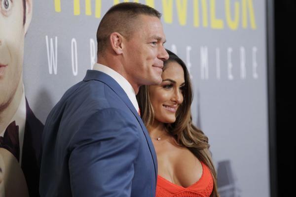 Vídeo: Superestrellas de la WWE junto a sus parejas