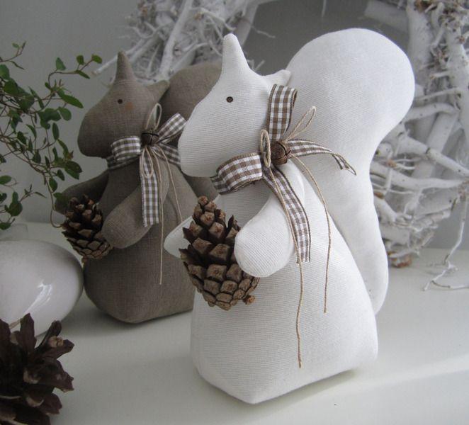Eichhörnchen im Landhaus-Stil- Dekoration von Feinerlei auf DaWanda.com