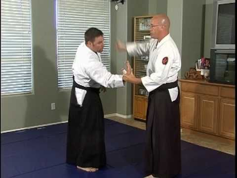 Aikido Basic Techniques : Munetsuki Kotegaeshi - YouTube