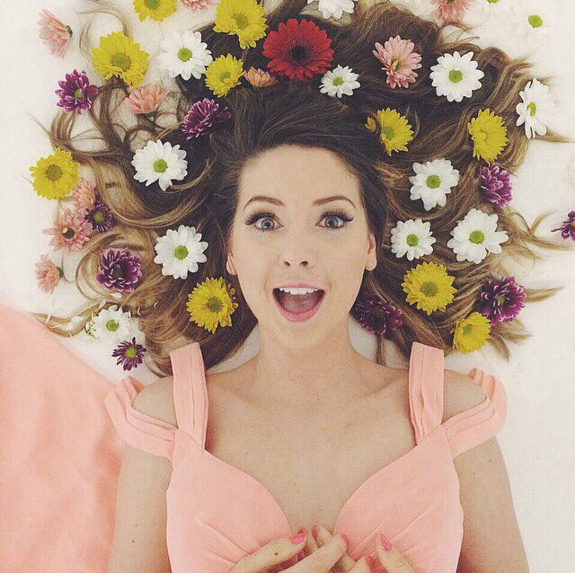 Zoella!! <3 I saw the vlog of this photoshoot she's so pretty