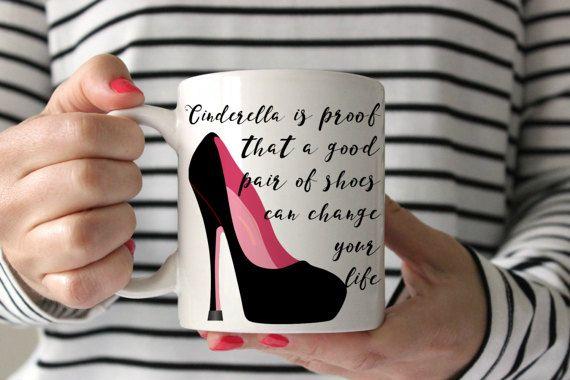 Chaussure de Cendrillon cadeau cadeau Fashionista styliste cadeau amant de chaussure cadeau cadeaux sous 20 talon aiguille cadeau cadeau pour son humour tasse #monica