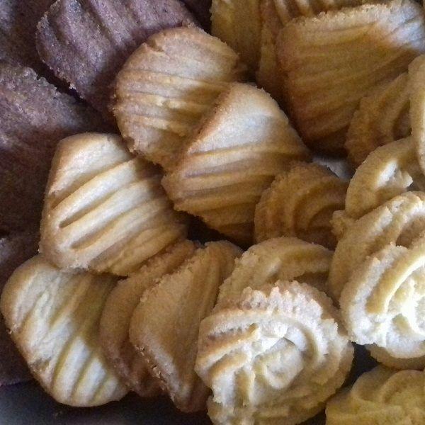 O Biscoito Amanteigado Fácil fica pronto em minutos e é perfeito com cafezinho. Experimente! Veja Também:Biscoito de Polvilho Frito Veja Também:Biscoito