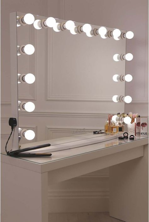 die besten 25 hollywood mirror ideen auf pinterest spiegeleitelkeit make up waschtisch und. Black Bedroom Furniture Sets. Home Design Ideas