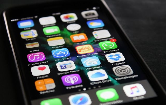 Umfrage: Immer mehr Gesundheits-Apps landen auf den Smartphones   Mittlerweile gibt es auf den App-Markt für Smartphones und Tablet-PCs reichlich Programme welche die Gesundheit der Nutzer unterstützen. Immerhin ist die Beliebtheit der Programme schon so gross dass laut der aktuellen Umfrage des Branchenverbandes Bitkom jeder zweite Bundesbürger eine Gesundheits-App nutzt. ...mehr #Umfrage #Apps #Smartphonehttp://ift.tt/2qA8fIw