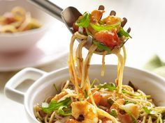 Spaghetti met scampi's en kerstomaatjes - Libelle Lekker!