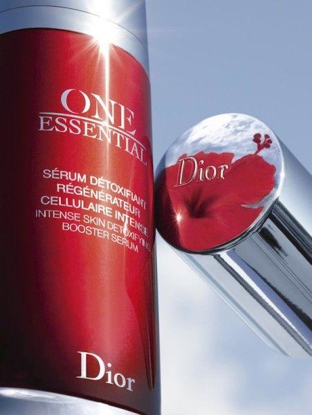 One Essential de Dior  Interesante para foto de catálogo cómo han usado el reflejo