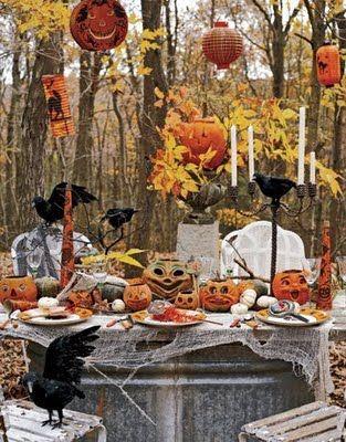 halloweenVintage Halloween, Halloween Dinner, Halloween Decor, Halloween Parties Ideas, Outdoor Decor, Outdoor Parties, Halloween Table, Tables Decor, Halloween Ideas