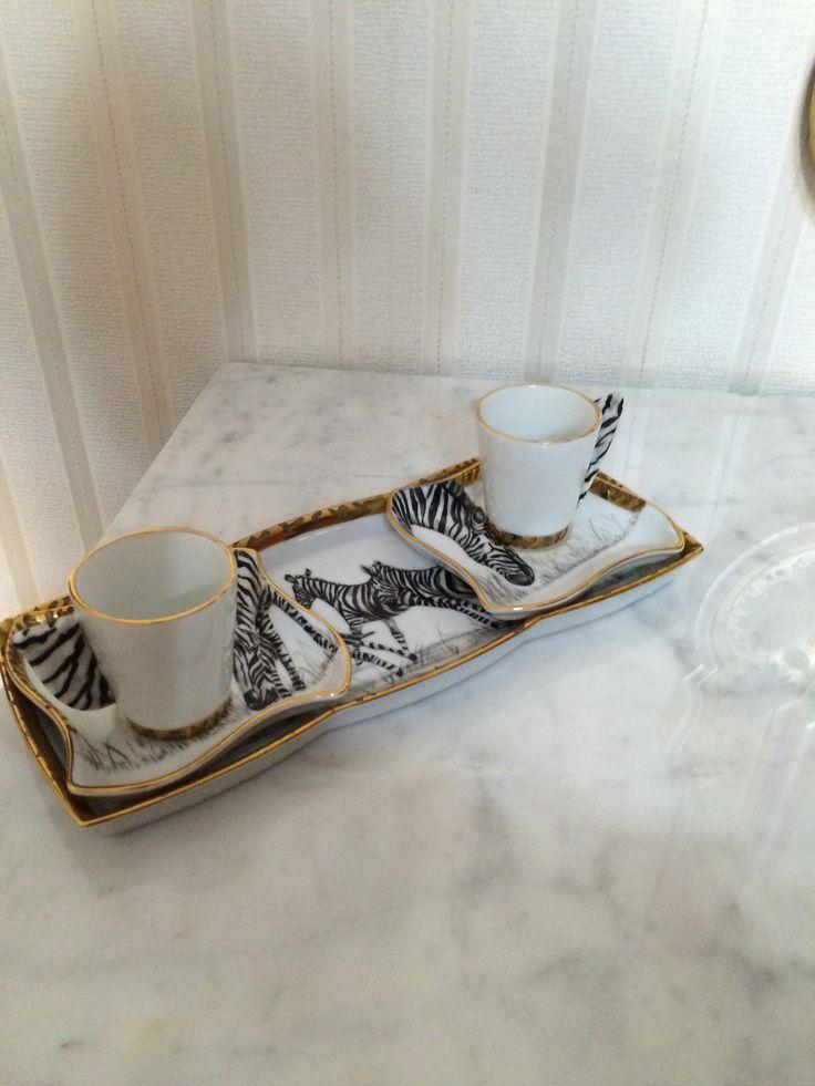 Vassoio con tazze da caffè dipinte a mano Tiziana Menturli