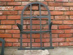 stare okna metalowe ramy okienne ze starodrzewia lustro ramka witraż obraz przeszklenie