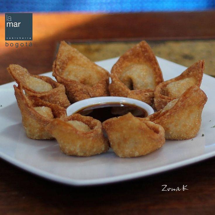 #zonakbogota #zonak #restaurantelamar #cebicherialamar  #usaquen Wantanes rellenos de mariscos en salsa de tamarindo rocoto