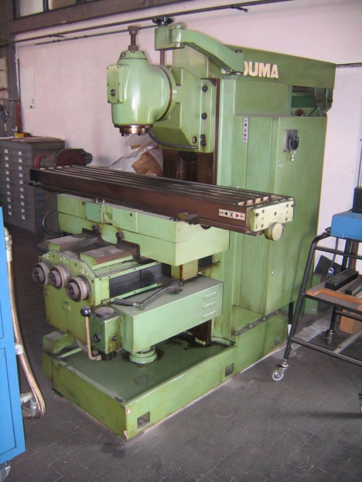 In the area of ​​Campi Bisenzio in the province of Florence, there are artisans who work on the mechanical type machines: milling machines, lathes, grinders and radial drills and of course not. The company CMC S.R.L