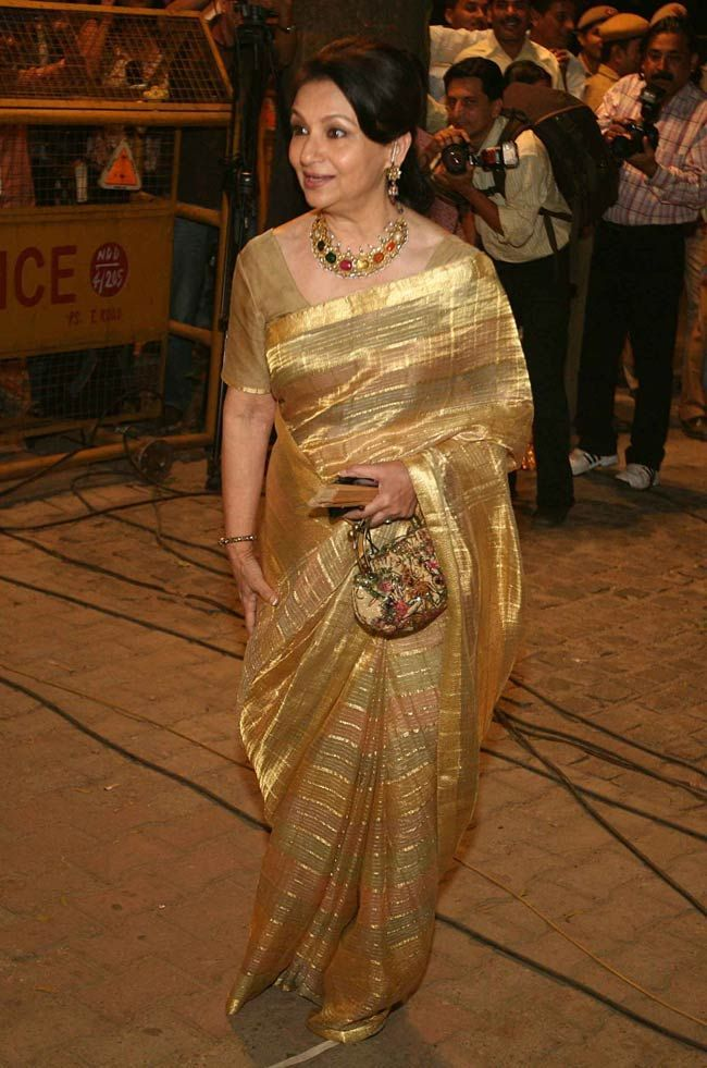 Sharmila Tagore in a beautiful simple beige color maheshwari sari at Saif Ali Khan's reception in Delhi. Shop for the perfect reception sari for your mother or mother-in-law with a personal shopper & stylist in India - Bridelan, visit our website www.bridelan.com #Bridelan