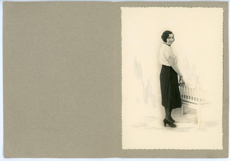 Young lady posing - 1920s vintage photo - studio portrait - mounted on photo folder - 1920s dress - paper ephemera by Retrothingy on Etsy